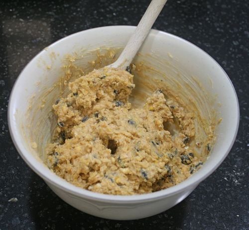 Kids can help stir up this homemade Bird Suet recipe, with cornmeal, peanut butter, bird seed, and more! Inspired by Red Leaf Yellow Leaf by Lois Ehlert - offtheshelfblog.com