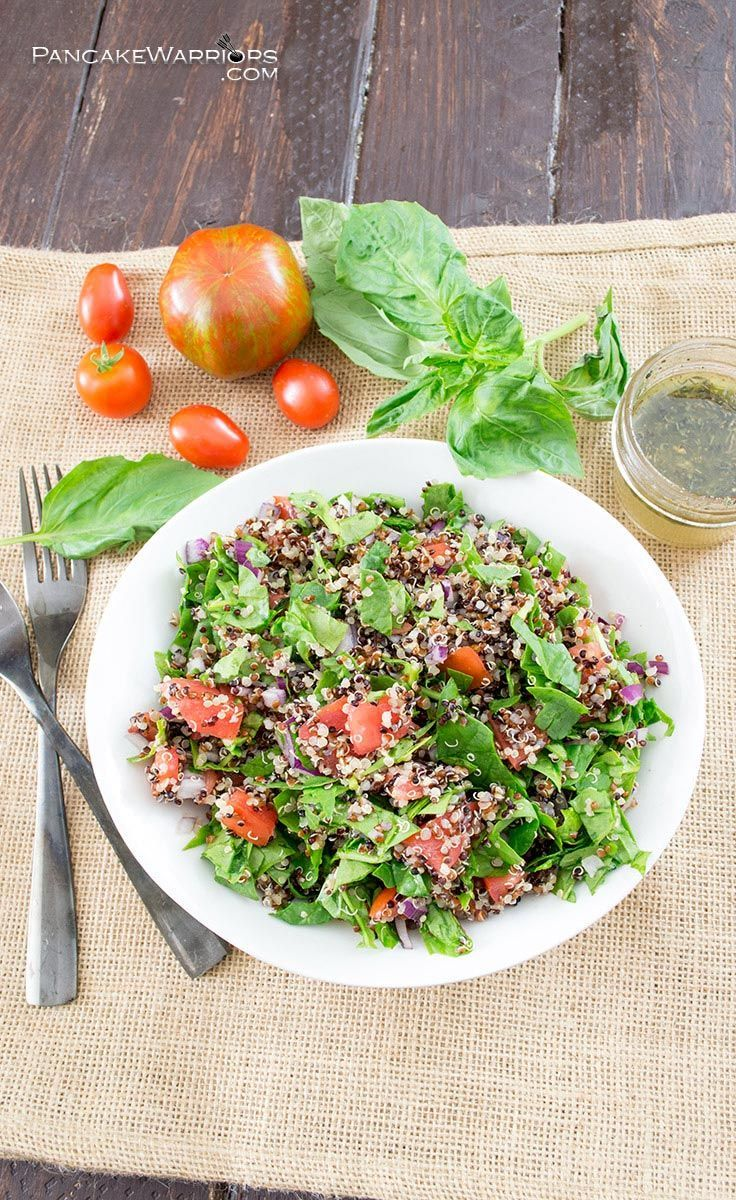 Tomato spinach quinoa salad. This simple side dish is easy to make and ready in just minutes. Full of fresh summer ingredients and an easy homemade dressing, that's perfect for dinner! Gluten free, vegan, paleo and whole30, simple dinner recipe.| www.pancakewarriors.com