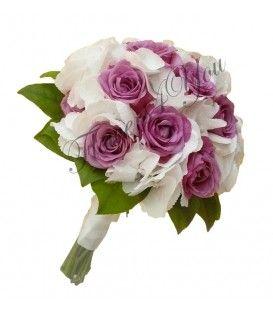 Buchet de mireasa hortensia trandafiri  Frumusetea si eleganta naturala a combinatiei de hortensia alba si trandafiri mov nu trece neobservata. Alege acest buchet de mireasa daca iti doresti simplitate si eleganta. Finisaj textil pentru confort.  Buchet 3 fire hortensia alba, 15 trandafiri mov