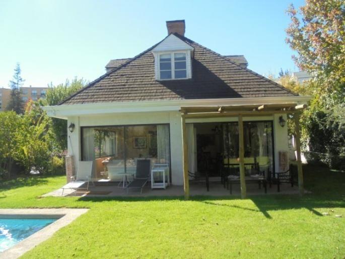 Linda casa en sector tranquilo Informe de Engel & Völkers | T-1420494 - ( Chile, Región Metropolitana de Santiago, Lo Barnechea, El Huinganal )