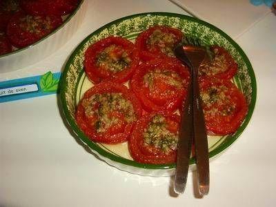 Geroosterde Tomaten Met Knoflook En Basilicum, Een Heerlijke Salade recept | Smulweb.nl