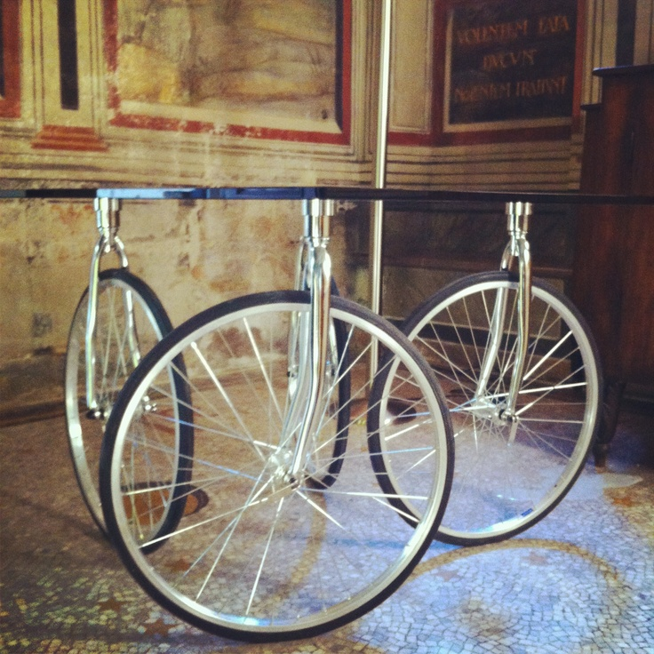 17 best images about hostel on pinterest for Bicycle wheel table