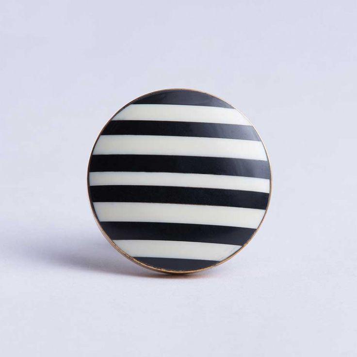 Round Disk Stripe Knob Black/White Brass