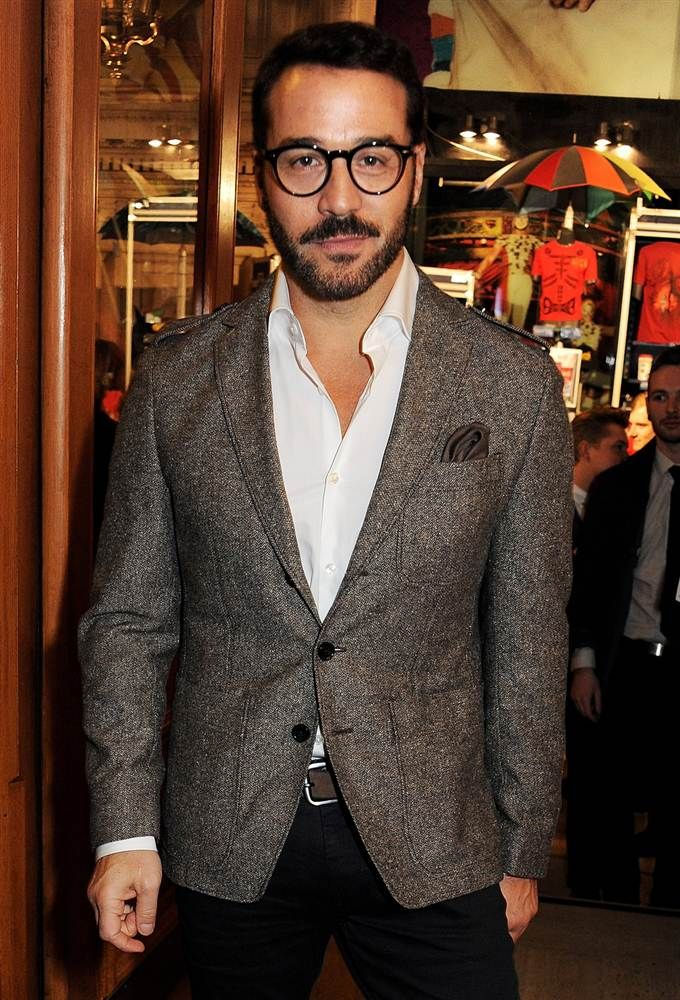 Jeremy Piven looking sharp.