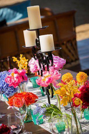 Decoração de mesa de casamento mexicano super colorido.