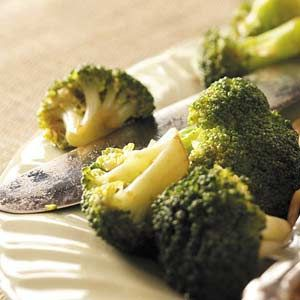 Broccoli Side Dish  5 cups fresh broccoli florets  2 tablespoons butter, melted  4 teaspoons soy sauce  2 teaspoons brown sugar  1/2 teaspoon minced garlic  Directions  Place broccoli in a large microwave-safe bowl. Combine the remaining ingredients; pour over broccoli. Cover and microwave on high for 3-4 minutes or until tender. Serve with a slotted spoon. Yield: 4 servings.