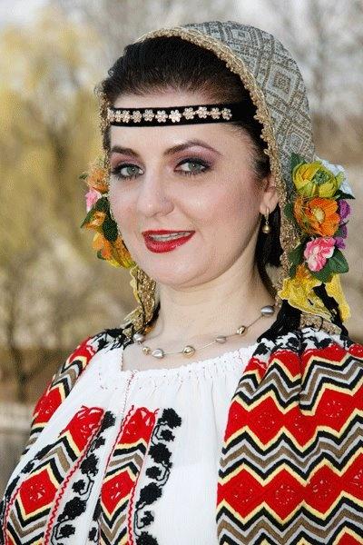 romanian traditional costume