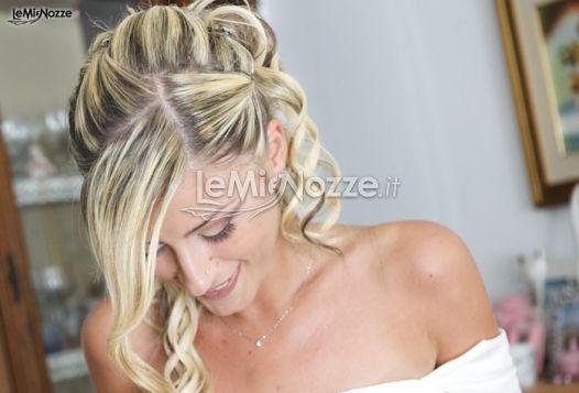 http://www.lemienozze.it/gallerie/foto-trucco-sposa/img21407.html  Acconciatura sposa con capelli semiraccolti, boccoli e colpi di sole