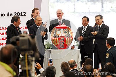 With an investment of two billion dollars, Nissan Motor Company built in Aguascalientes, Mexico a second automotive production plant, which this July 9, 2012 was the first stone. The plant will start assembling cars in December 2013. Ceremony to paint the eye of the Daruma.