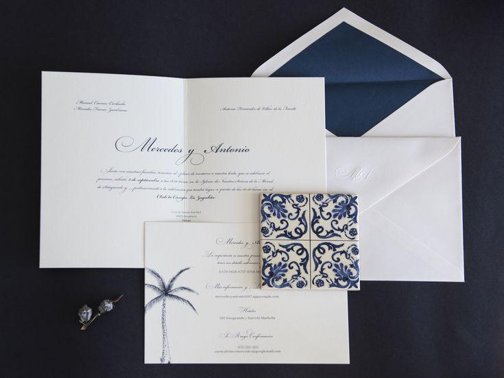 Invitaciones de boda de Mercedes y Antonio. Una base clásica con un toque actual, en el color de moda 2018, el #saylorblue #fashioncolourreport #pantone2018 #invitacionesdeboda #papeleriadebodas #stationery #weddingstationery