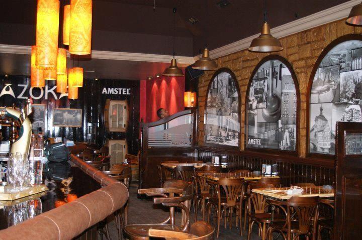 Azoka Café Bar Desayunos, cafés especiales, cóckteles y los mejores combinados en el mejor ambiente.  Plaza Alberto Acero, 13 Llodio   Tfno: 946 72 42 13