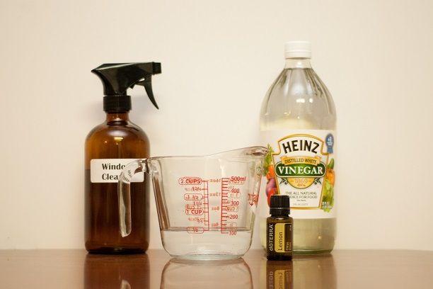 Homemade Window Cleaner Everything Essential Oils www.EverythingEssentialOils.blogspot.com