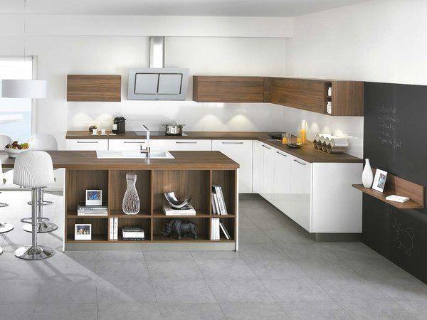 La cocina está distribuida en forma de L