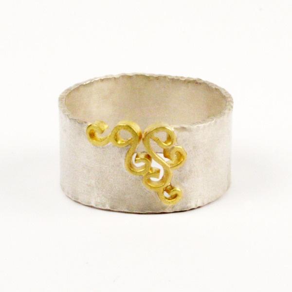 I found this on www.natashajewelry.com