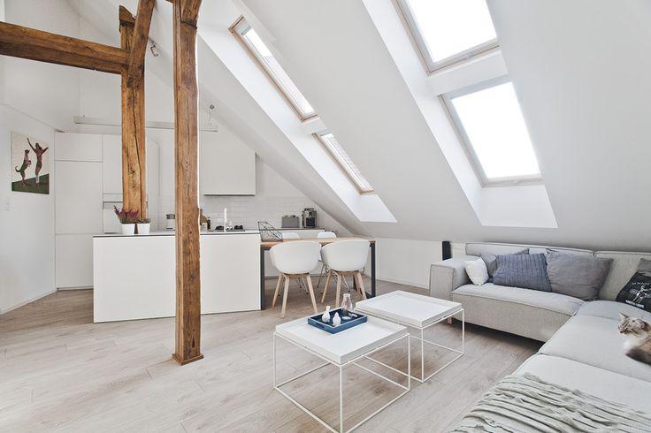 Zolder verbouwen tot loft. Wit en veel licht door het dakraam.