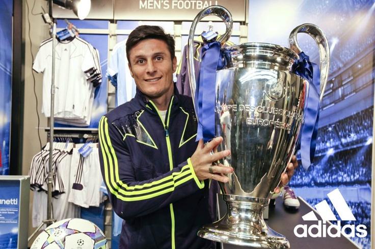 "Javier Zanetti @adidas Performace Store Milano (25/11/11 Milan,Italy) ""all zanetti""  #inter #uefachampionsleague ##milan #javierzanetti #adidas"