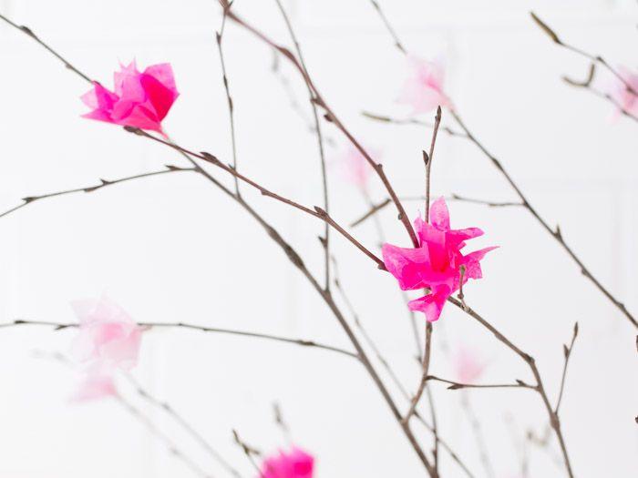 DIY: Strauß mit Papierblüten basteln