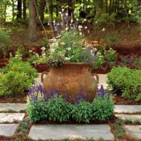 Good use of a pot monet 39 s giverny pinterest krukor for French provincial garden designs