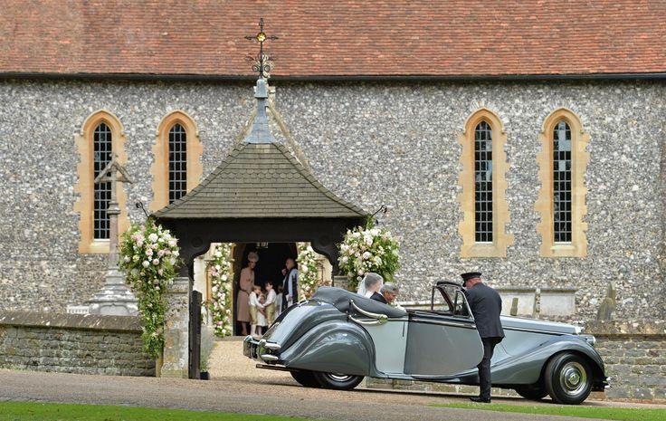 La sorella di Kate, sei anni dopo il royal wedding, va a nozze con James Matthews. Nella chiesa di St. Mark nel Berkshire, davanti a 130 invitati. Tutte le foto del «sì» dell'anno