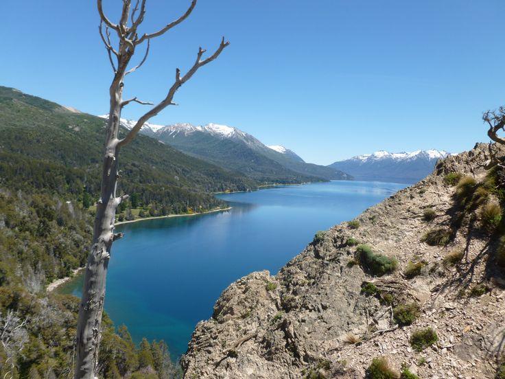 El Lago Traful es una lago de Argentina localizado en el Departamento Los Lagos de la Provincia del Neuquén. Se encuenra dentro del Parque Nacional Nahuel Huapi.