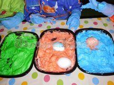 Wunderbare Kinderwelt: Eier färben mit Rasierschaum