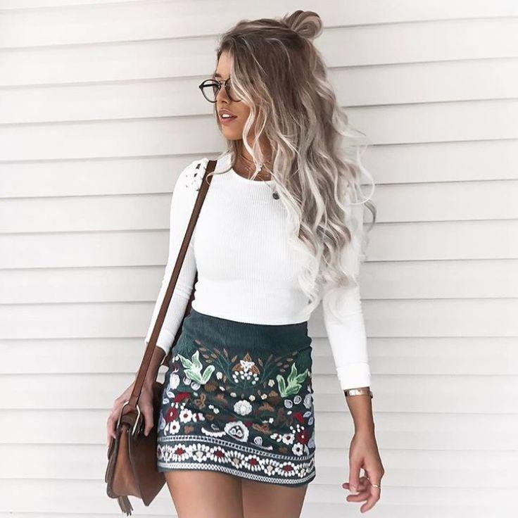 White blouse and green skirt // Blusa branca e saia verde