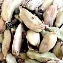 Aller directement à la partie traitant de : Description de l'huile essentielle de cardamome Cardamome ou Elettaria cardamomum Vertus de l'huile essentielle de cardamome Précautions d'usage de HE de cardamome Description succincte de l'huile essentielle de cardamome Habituée au climat chaud, la cardamome est le produit d'une plante herbacée d'origine guatémaltèque. Elle se présente sous […]