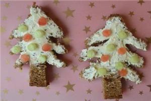 Kerstboompjes van brood #kerstdiner #kinderen #kerstboom #brood #boterham