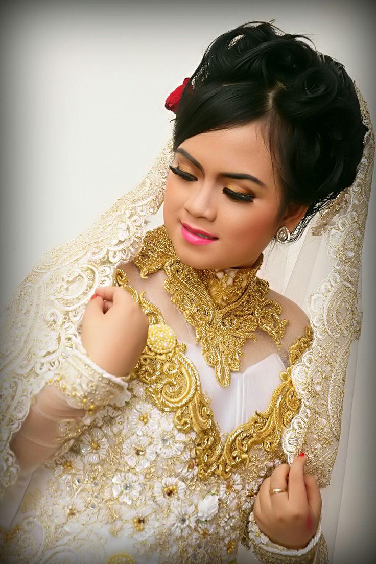 Akad nikah sanggul moden siap menemanimu menjadi cantik d hari pernikahanmu. Untuk info pernikahan dengan harga terjangkau hubungi kami di D2854A1D ato call n WA 085104376200.hanya melayani area surabaya