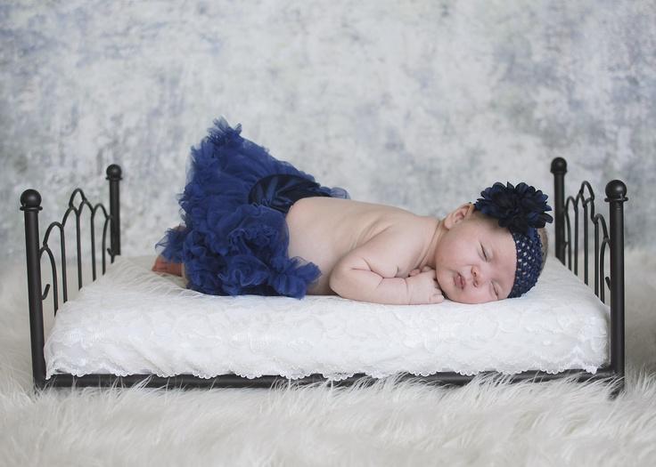 Newborn photo shoot by Renata Jirka. Blue tutu & headband