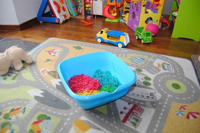 Gekleurde spaghetti in de speelhoek