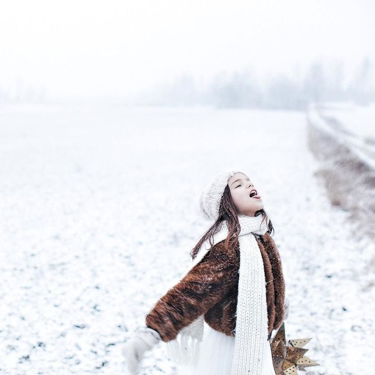 Remember the feeling of the first snow? Nomi says that the snowflakes are filled with wishes surprises and love. #newblogpost by sofiaatmokkasin