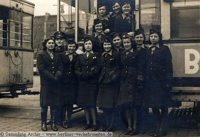 Schaffnerinnen bei der Straßenbahn Berlin 1943