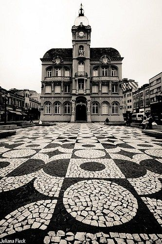 Portuguese paving in Curitiba's Historical Center - photo by Juliana Fleck, via her blog  (7/08/12)