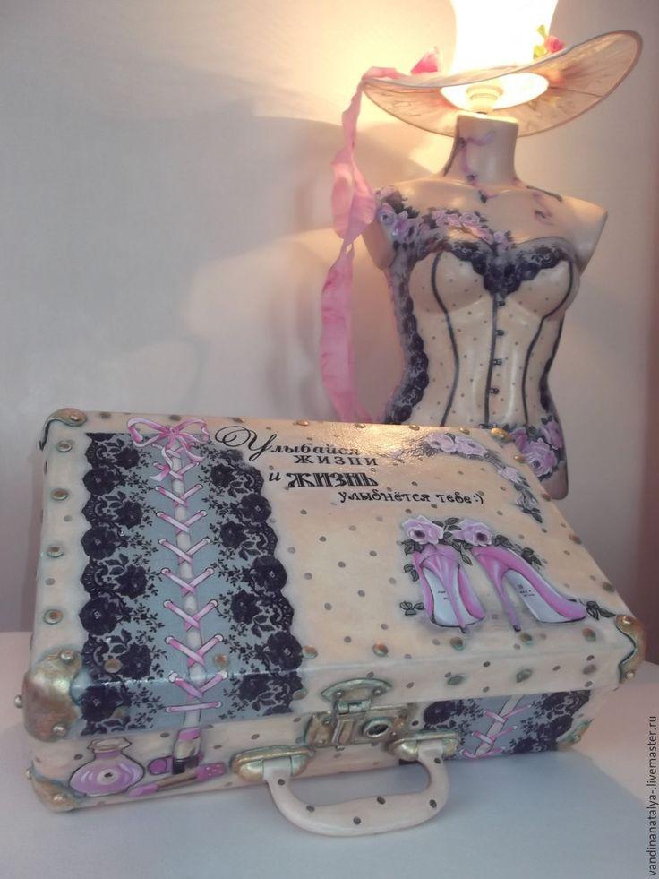 """Купить """"Мадам"""" и чемодан (торшер и чемоданчик) - торшер, манекен, чемодан, чемоданчик, винтаж, в горошек, бежевый"""