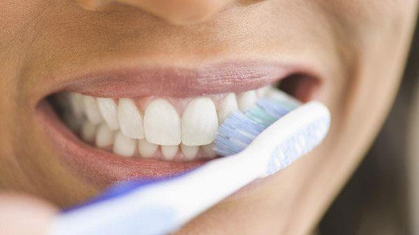Cuida y mantén blancos tus dientes para una sonrisa hermosa.