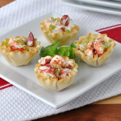 LOBSTER ROLL APPETIZER 2 cups cooked lobster meat, chopped (about 2  1.25 lb lobsters) 2 Tbsp Smart Balance mayonnaise 2 Tbsp finely diced celery 1 Tbsp fresh lemo...
