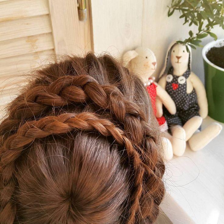 Обратная французская коса из центра или Снежинка (Корзинка, Паутинка, Вулкан, Звездочка, Цветок) // Starburst braid https://www.youtube.com/watch?v=q17l3DSKbqI