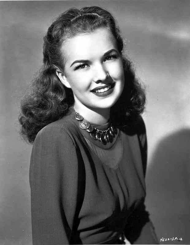 Gale Storm smiling in Long Sleeves High Quality Photo – Movie Star News