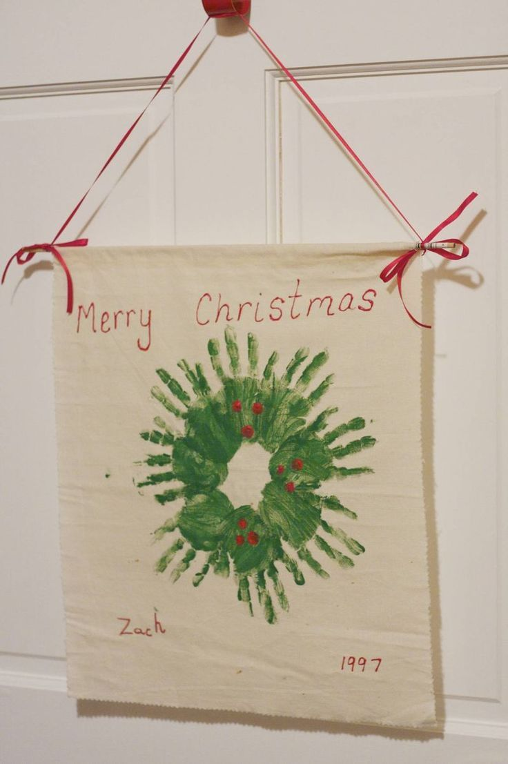 Handprint wreath hung on canvas for grandparents Christmas gift. Could use multiple kids and combine hands too. #xmas_present #Cyber_Monday