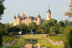 Schwerin Castle and Park. The jewel of Lake Schwerin. | Tourism in Germany – travel, breaks, holidays