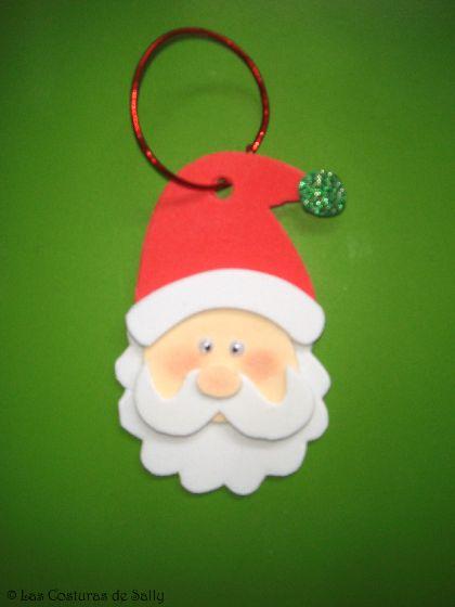Adorno navideño de Papa Noel realizado con goma eva.