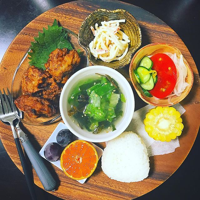 ・ good morning☺︎ ・ 昨日の娘 晩ご飯。 ・ 娘の好物のとり天を大量揚げ。 ・ しばらくはおかずのメインに なることでしょう。。。 ・ ・ #morning #晩ご飯 #夕食 #小1 #小学生 #娘 #dinner #japanesefood #食べすたぐらむ #food #foodstagram #丁寧な暮らし #食べる #とり天 #ウチごはん #大分名物 #唐揚げ #クチポール #francfranc #無印良品 #木のぬくもり #ウッドプレート #秋 #食欲の秋 #ご飯 #こどものごはん #彩 #肉 #autumn #フルーツ