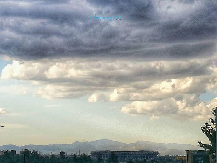 Atardecer sobre el Estadio Azteca. | Sunset over Aztec Stadium. | #love #TFLers #tweegram #photooftheday #20likes #amazing #stadium #follow4follow #like4like #look #instalike #igers #picoftheday #football #instadaily #instafollow #followme #aztec #huaweip9 #instagood #bestoftheday #instacool #instago #all_shots #follow #webstagram #colorful #style #clouds Llámanos hoy | Call us today | 521 55 43 07 00 72 | www.pabloarmus.com