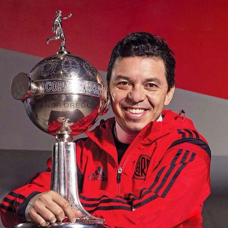 Gallardo con su preciada #Libertadores #River #GranDT #Idolo