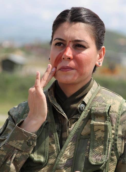 Asalete bakarmısınız TÜRK Kadın Askeri
