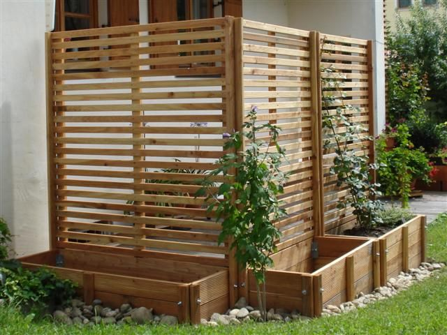 horizontal fence divider-think I'll use pallets around the air unit