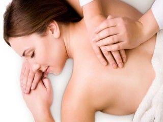 Erfahren Sie mehr über Tuina-Massage in der Praxis. Tuina Anmo ist eine selbstständige chinesische Massageform und Teil der Traditionellen Chinesischen Medizin (TCM). Diese manuellen Techniken werden bei der Behandlung angewandt. Tuina beinhaltet die Therapieform Tuina-Therapie und die Wellness-Tuina zur Gesunderhaltung (Prophylaxe). Die Tuina-Therapie schließt westliche Behandlungsformen, wie Chiropraktik, Akupressur, verschiedene Massagetechniken und die manuelle Therapie, ein.