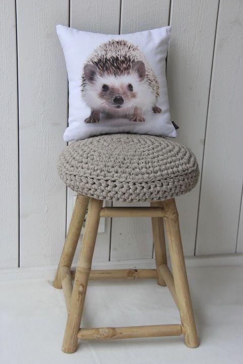 Virkattu tuolinpäällinen (ontelokude pellava)