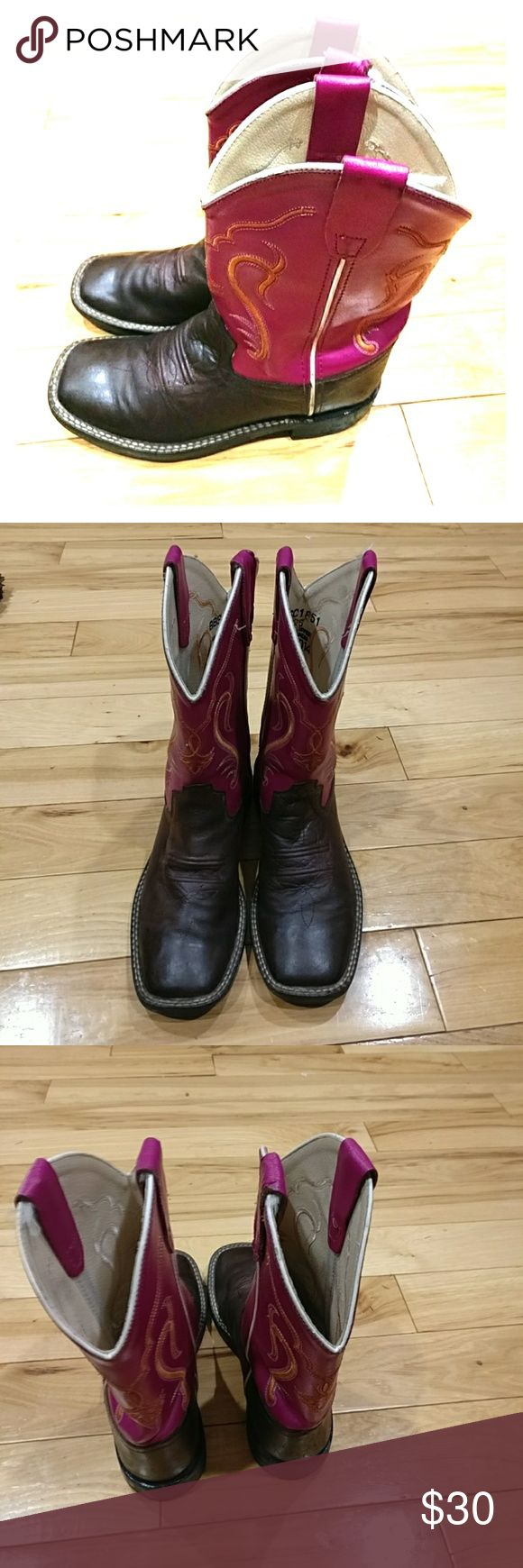 Old west boots size 2.5 Old west girls boots size 2.5 they look really nice slightly worn in one area on the inside, otherwise they are in excellent condition. I'm selling them at an excellent price so get them today yeah old west Shoes Boots